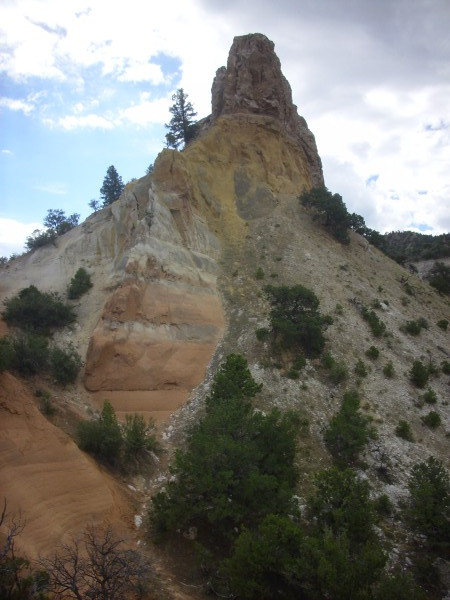 Entrada Sandstone in butte in Mushroom Canyon